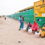 Kakuman pakolaisleiri perustettiin 25 vuotta sitten Sudanin sotaorvoille. Tämän päivän asukkaista enemmistö tulee Somaliasta, Kongosta ja Etelä-Sudanista. Maailman 60 miljoonasta pakolaisesta 90 prosenttia asuu kehitysmaissa.