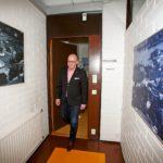 """Rautalammin kunnanjohtaja Risto Niemelä on kuntavaikuttaja kolmannessa polvessa. """"Emme taivu, vaan vaikutamme kaiken aikaa siihen, että meillä olisi edelleen kaikissa ratkaisuissa päätösvaltaa""""."""