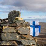 Rajapyykki 303B on saanut kylkeensä Suomen ja Viron liput.