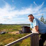 Lähes Haltin kyljessä sijaitsevassa Raittijärven kylässä osavuotisesti asuvalle Ailu Juusolle tärkeintä on, ettei turismi häiritse kylän ja porojen elämää.