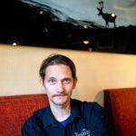 Kilpisjärven keskustassa sijaitsevan lomakeskus Tundrean yrittäjä Sauli Vanhapiha on mielissään norjalaisten suunnitelmista.