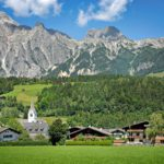 Leogangin alppikylä lähellä Zell am Seetä ja Kaprunin hiihtokeskusta on keskellä itävaltalaista lomaidylliä parhaimmillaan.