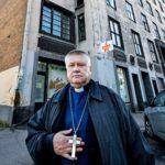 Kirkkoherra Vladimir Dorodni ja Viipurin rakennusperintöön kuuluva talo, josta luterilainen seurakunta on käynyt vuosia oikeutta.
