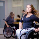 Tinja Toivosesta tuli pyörätuolitanssija fysioterapeutin vinkistä.