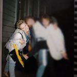 Kirsi lähdössä opiskelukavereiden kanssa bilettämään Vaasassa syksyllä 1987. Myöhemmin samana vuonna hän joutui pahaan kolariin.