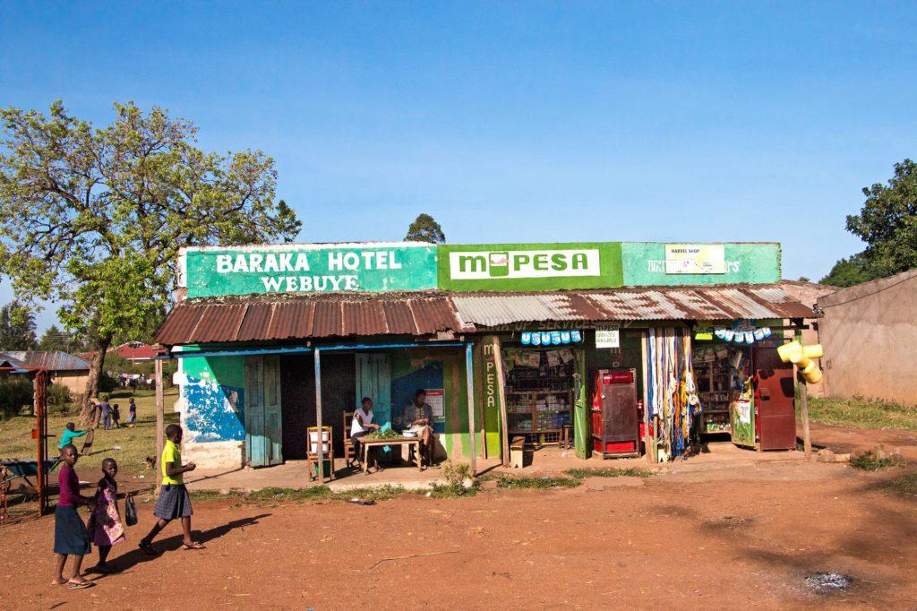 Kenian 80 000 M-Pesa-agentin verkosto on tuonut käteisnosto- ja maksupalvelut alueille, jotka ovat jääneet perinteisten pankkipalveluiden ulkopuolelle.