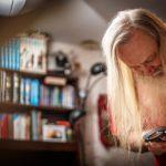 Timo Aallolla riittää elämänhalua ja uteliaisuutta. Tällä hetkellä hän kirjoittaa omaelämäkerrallista romaania.