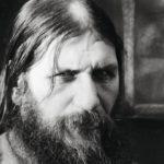 Syvät rypyt uursivat Rasputin kasvoja jo nuorena. Hallitsevinta hänessä oli kuitenkin silmien katse.