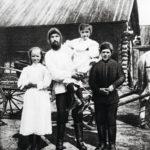 Rasputin oli myös perheenisä. Vaimonsa Praskovjan kanssa hänellä oli viisi lasta, mutta lisäksi hänellä oli tiettävästi aviottomia lapsia.