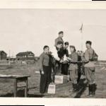Helinin isä oli kahdesti kuulan-työnnössä armeijan mestari. Kuva vuoden 1943 palkintojen-jaosta.