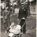 Pertti Helin vanhempiensa kanssa ennen kuin isä lähti sotaan.