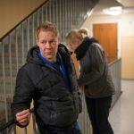 Marin työkaveri Pekka on tänä yönä turvapartiovuorossa. Hän on tullut työparinsa kanssa tarkastamaan levottomasti käyttäytyneen asiakkaan asuntoa.