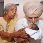 Äiti 70-vuotias ja isä 79-vuotias. Intialaiset Daljinder Kaur ja Mohinder Singh Gill saivat lapsen keväällä 2016.