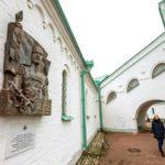 Mannerheimin muistolaatta on nyt nähtävillä Ratnaja Palata -museon seinällä Tsarskoje Selon kylässä Pietarin liepeillä. Museo kertoo ensimmäisen maailmansodan historiasta.