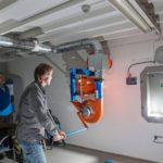Sähkökatkoksen aikana ilmanvaihtokoneistoa käytetään käsipelillä.