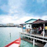 George Town on Unescon maailmanperintökohde. Yksi syy siihen ovat vanhat meren päälle rakennetut korttelit, joissa paikalliset perheet edelleen asuvat.