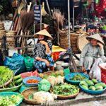 Hôi Anin kauppahalli kuuluu maan komeimpiin, ja pikkukaupunkia nimitetään usein Vietnamin kulinaristiseksi keskukseksi.