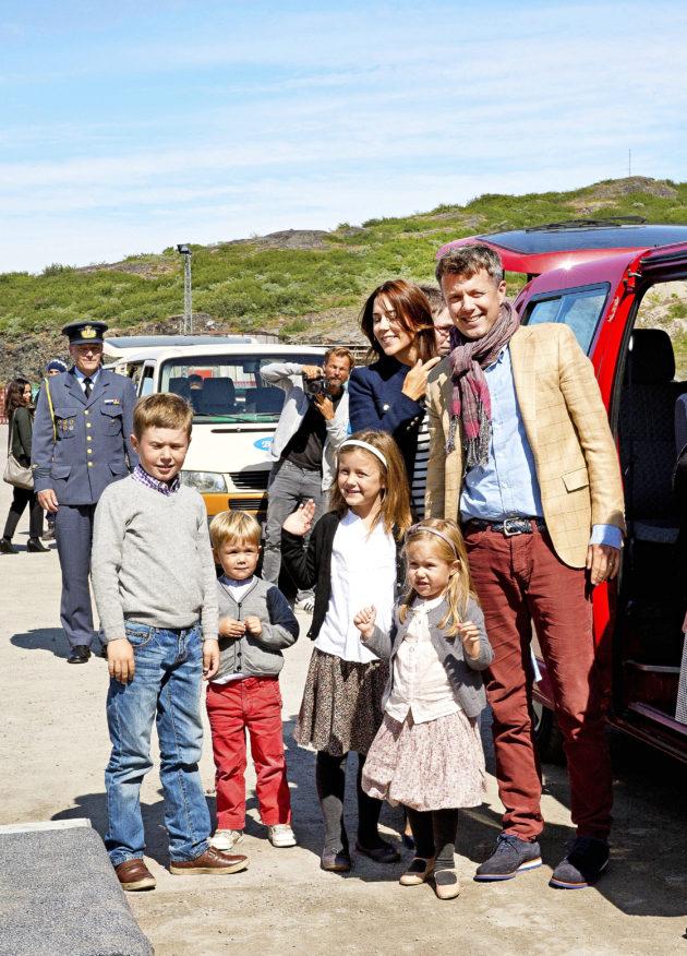Tanskan Frederik perheineen.
