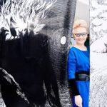 """Kun Muumimuseo aukeaa Tampere-talossa, Paulina Ahokas pääsee ihailemaan Tove Janssonin teoksia omalla työpaikallaan. """"Haluan tuijottaa sitä Toven täydellistä viivaa."""""""