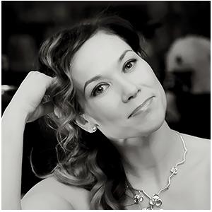 Tiina Räsäsen hiuksille nostettiin tangokuningattaren kruunu vuonna 1994, jolloin laulaja oli 18-vuotias.