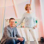 Nicklas Wancke ja Anna Lehmusvesi ovat tasavuosia täyttävän Ylen Aamu-tv:n tutut juontajakasvot.