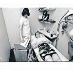 Laihduttajan unelma vuosimallia 1977: Slendertone-laitteen sähköiset sykäykset liikuttivat lihaksia ilman vaivannäköä.