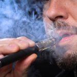 Sähkötupakka ei välttämättä auta pääsemään eroon tupakoinnista.