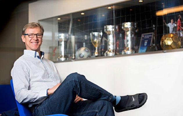 Huuhkajien valmentaja Markku Kanerva katsoo jopa neljä ottelua päivässä