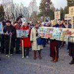 Venäläiset kansanlaulut raikuivat Sibelius-monumentin luona.