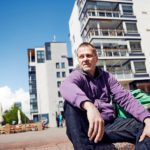 Sauli Jämsä on ehtinyt moneen. Hän on ollut tutkija, keksijä ja rakennusalan yrittäjä. Tällä hetkellä hän tekee monenlaista vapaaehtoistyötä.
