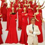 Muotitaiteilija Valentino Garavani mieltyi jo uransa alussa puhtaanpunaiseen väriin. Väriä alettiin kutsua muotialalla yleisesti Valentinon punaiseksi.