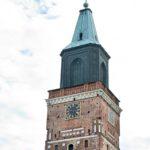 Turun tuomiokirkko on Suomen ainoa keskiaikainen basilika. Sen 85 metriin kohoava torni on kaupungin tärkein maamerkki.