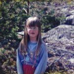 Elina Rouhiaisen vanhemmat erosivat, kun Elina on seitsemänvuotias. Se ei ollut surullista, sillä Elina sai eron jälkeen oman huoneen.