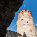 Olavinlinna rakennettiin yli viisisataa vuotta sitten torjumaan idästä tulevat hyökkäykset. Lukuunottamatta joulukuun loppua linna on avoinna yleisölle päivittäin ympäri vuoden.