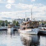 Vanhat valkokylkiset tervahöyryt Punkaharju ja Savonlinna kuuluvat sataman kunniapaikalle. Kahvila Saimassa on vanhan puutalon tunnelmaa.