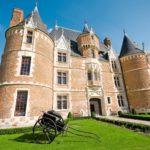 Chateau de Martainvillen 1400-luvulla rakennetussa linnassa on esillä Rouenin keramiikkaa.