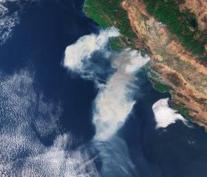 Kalifornian maastopalot avaruudesta katsottuna.
