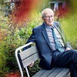 Eläkepäiviään Turussa viettävä Klaus Heinonen on voimistellut ikänsä ja kävelee yhä tunnin päivässä.