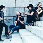 Cumuluksen juuret ovat Hair-musikaalissa, jossa yhtyeen perustajajäsenet Sakari Lehtinen, Heikki, Anki Lindqvist ja Cay Carlsson olivat mukana.