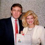 Todennäköisesti KGB kiinnostui Donald Trumpista jo 1970-luvulla, kun hän meni naimisiin tšekkimalli Ivana Zelnickovan kanssa. Kuvassa Ivana saa Yhdysvaltojen kansalaisuuden 1988.