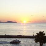 Auringon nousua kannattaa herätä ihastelemaan Spétsesin rannoille.