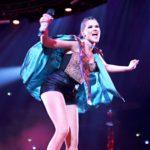 Ensimmäisessä Docstopissa seurataan, miten ikuiseksi kakkoseksi leimatun artistin, Saara Aallon, elämä muuttui Britannian X Factor -finaalin jälkeen.