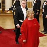 Anu Pentikin Linnan juhla -puku oli rohkean punainen. Se kuvastaa kantajansa mukaan vapautta ja iloisuutta.