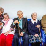 Vieno Viitakare (vas.) sekä Sveta, Fjodor, Katjana ja Rashil, jotka ovat vanhusten intervallihoidossa Viipurin sosiaalikeskuksessa.