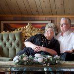 """Lilja Ahtiaisen ja Aatos Tapalan kihloista on 32 vuotta. """"Saattaa olla, että niin paljon vuosia ei enää ole edessä, mutta olisi edes puolet siitä"""", Aatos sanoo."""