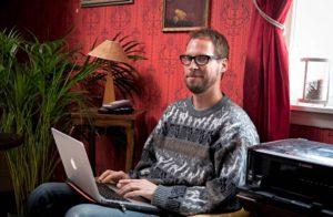 Antti Kivimäki, 40, lähti nettideiteille yleensä suihkunraikkaana, mutta kiinnittämättä sen enempää huomiota ulkonäköönsä.