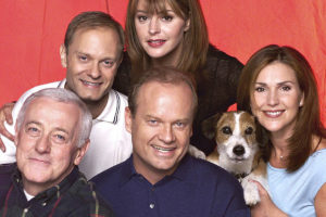 Frasierin tähdet: John Mahoney (alh. vas.), David Hyde Pierce, Jane Leeves, Kelsey Grammer, koira Moose ja Peri Gilpin.