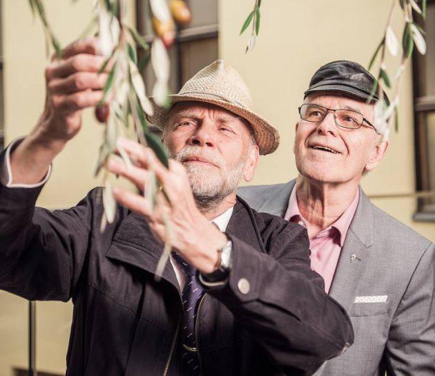 Oopperalaulaja Jorma Hynninen yhdessä ystävänsä opetusneuvos Pekka Leinosen kanssa.