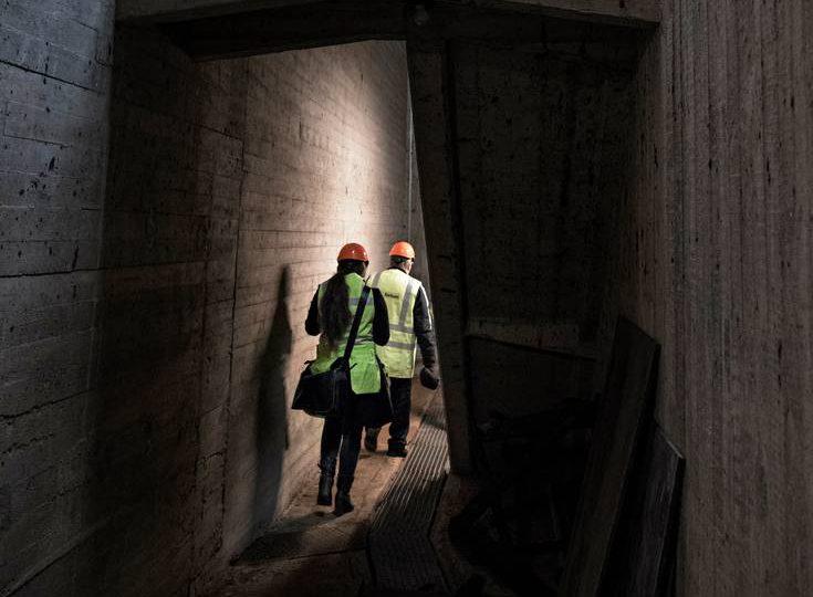 Pyhäkosken voimalaitoksen betonisissa pohjarakenteissa on kolkko kävellä. Kaikkiaan laitoksen rakenteissa on 150 000 kuutiometriä betonia.