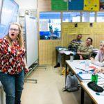 Opettaja Satu Nummen suomen kielen opetus on vauhdikasta ja elävää. Tervetuloa Suomeen -kurssin opiskelijat Ayad Ali Kadhim Al-Sayedi (Irak, vas.), Viorica Györy (Romania), Kabir Ali (Pakistan) sekä ukrainalaiset Oksana Hirvonen ja Oleksandra Asseburg ovat tyytyväisiä opetukseen.